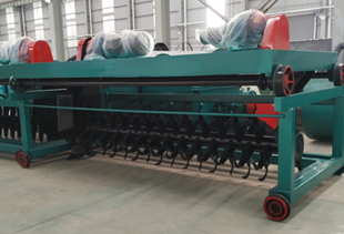 How the turning machine turns livestock manure into high-quality fertilizer under aerobic conditions